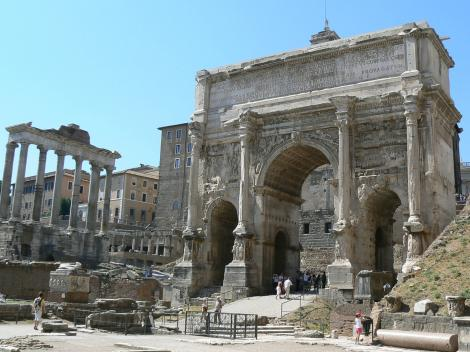 Rome Hop-on/Hop-off Double Decker Bus Tour plus Skip-the-Line Colosseum Entry