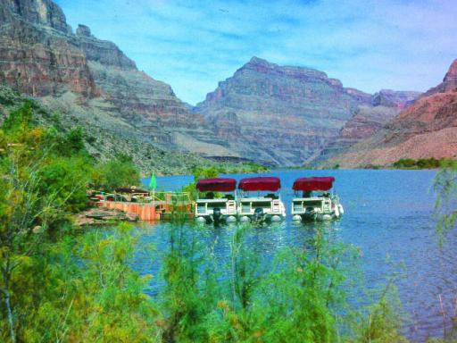 Grand Canyon West Rim Coach Tour with Helicopter and Boat Cruise