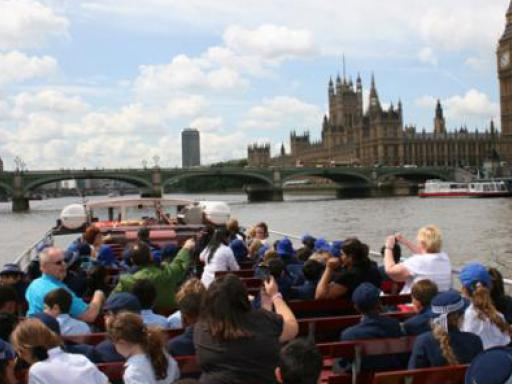 Round Trip River Thames Sightseeing Cruise