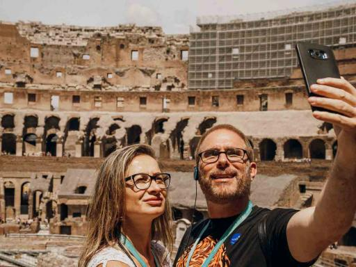VIP Caesar's Palace Tour with Colosseum and Roman Forum
