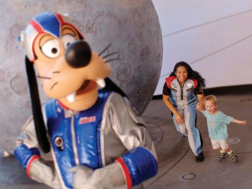 Pluto and child at Walt Disney World