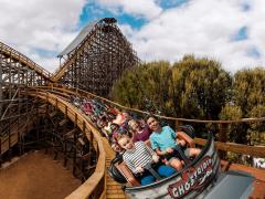 Introducing Knott's Berry Farm Theme Park Did you know that Southern California is home to some world-class theme parks?