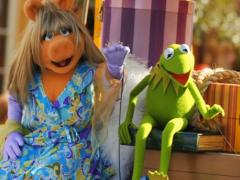 Kermit and Miss Piggy - Disney's Celebrate a Dream Come True