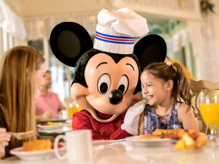 Free Disney Dining and Drinks on your 2020 Holiday