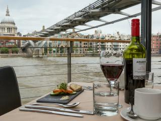 Bateaux London River Thames Lunch Cruise