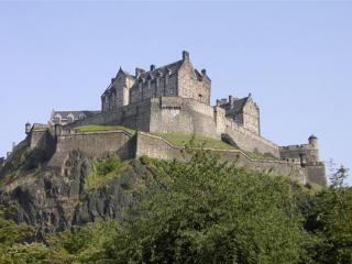 Day Trip to Edinburgh (Scotland) with Edinburgh Castle & Bus Tour