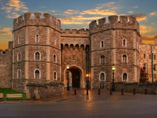 Small Group Tour Windsor, City of Bath and Stonehenge from London
