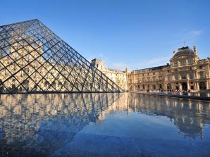 Louvre Museum Independent Audio Tour with Skip the Line Access