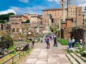 Skip the Line: Premium Colosseum Tour with Roman Forum & Palatine Hill